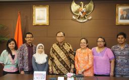 Bapak Sidarto Danusubroto, Anggota Wantimpres berfoto bersama dengan Perwakilan Kelompok  Masyarakat Sipil yang bergerak di bidang Hak Asasi Manusia di Ruang Rapat Besar Lantai II, Kantor Wantimpres, Jakarta (16/06/2016)