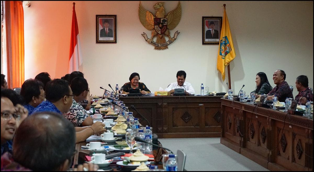 Pertemuan Ketua WANTIMPRES bersama dengan Ketua Tim Teknis/Pelaksana Tim Pengendali Inflasi Daerah Provinsi Bali, di Ruang Rapat Praja Sabha, Kantor Gubernur Bali, Denpasar (10/06/2016)