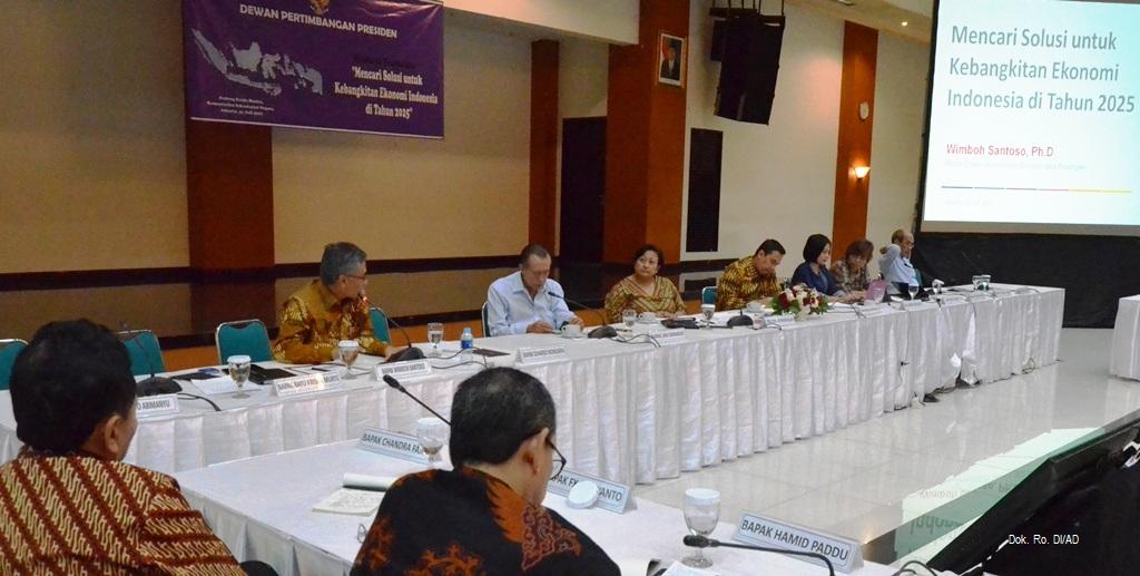 """Diskusi Terbatas dengan topik """"Mencari Solusi Untuk Kebangkitan Ekonomi Indonesia di Tahun 2025"""" (31/07)"""