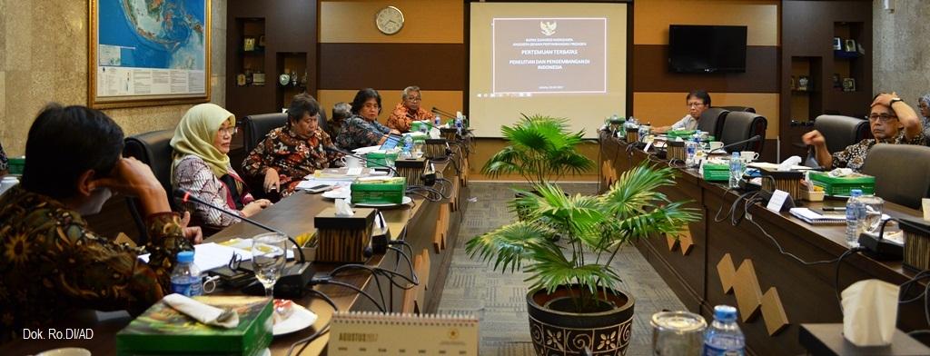 Suasana Pertemuan Terbatas Anggota Dewan Pertimbangan Presiden Bapak Suharso Monoarfa dengan tema Penelitian Dan Pengembangan Di Indonesia, bertempat di Kantor Wantimpres (18/07)